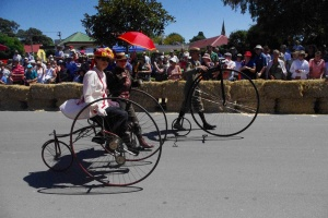 penny-farthing-festival-parade-rob-jennings